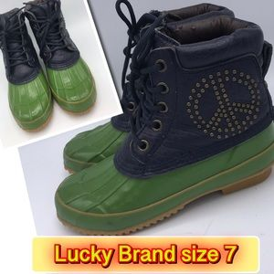 Lucky Brand Green Rubber Duck peace sign Boot 7M